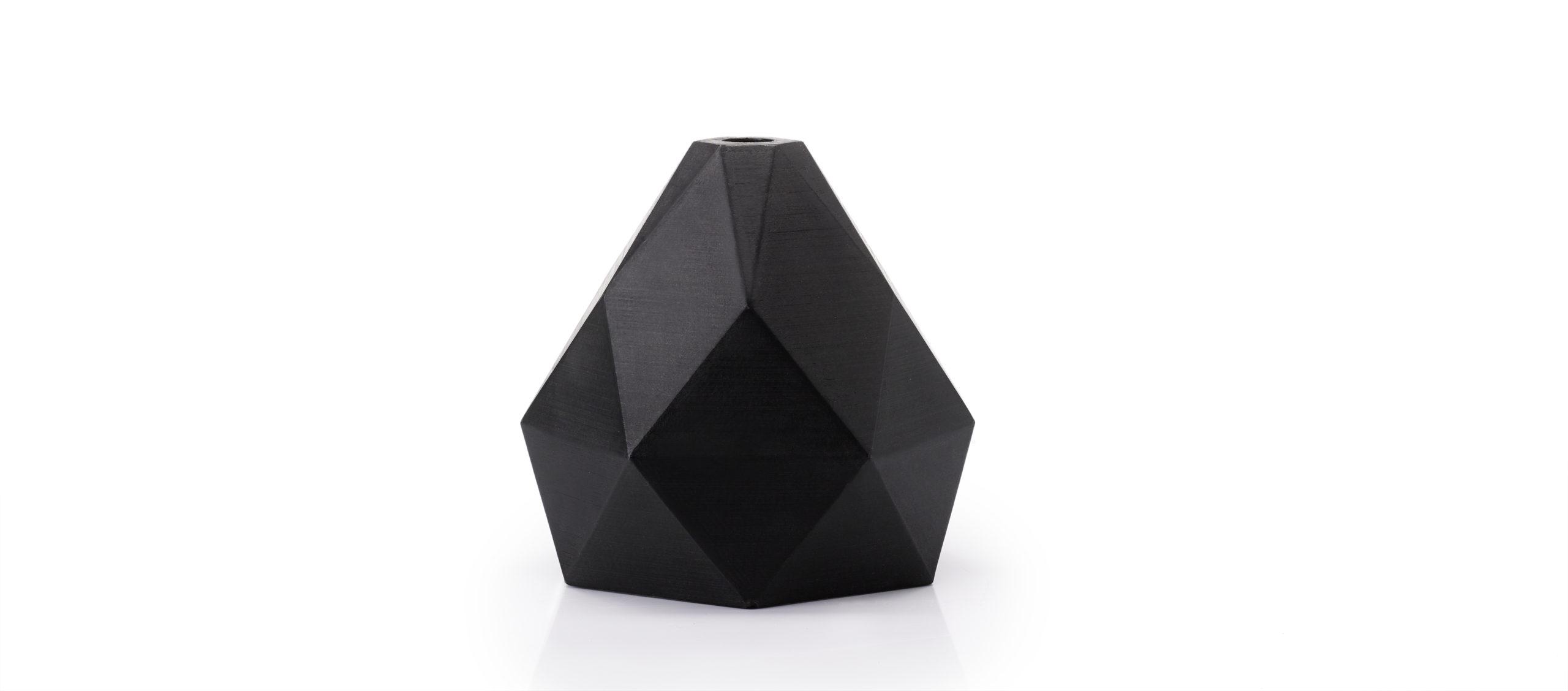 schwarzes Kunststoffteil Polygon