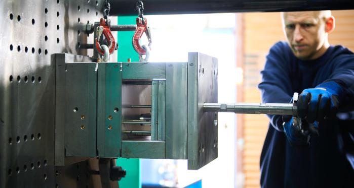 Einrichten einer Spritzgussform an der Maschine