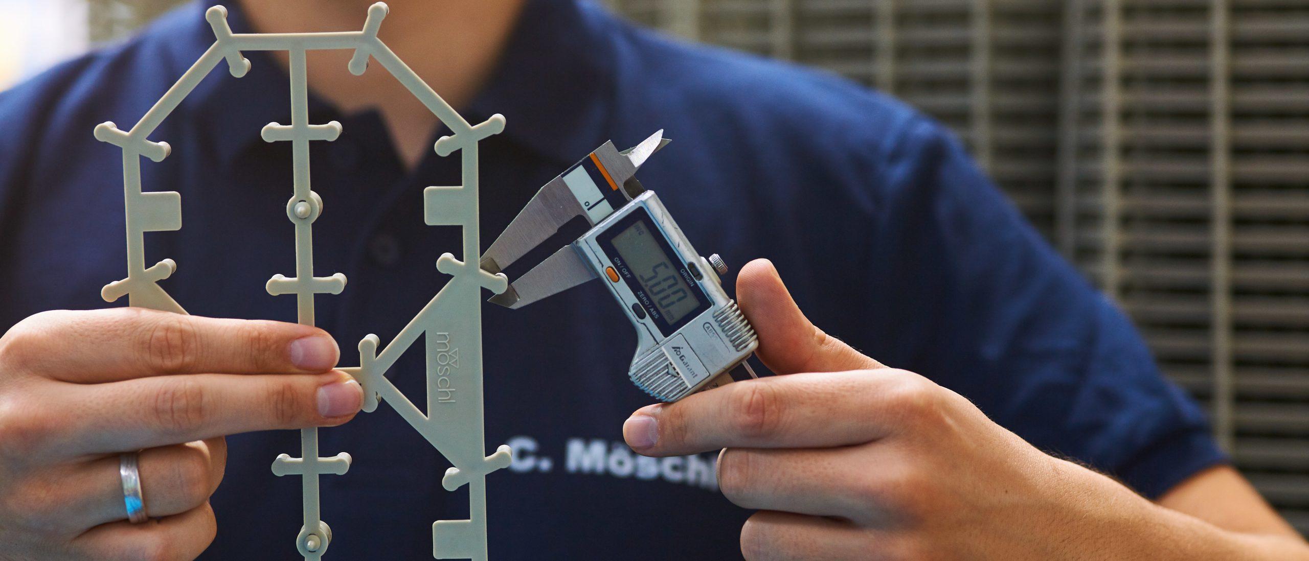 Möschl-Team misst Kunststoffspritzgussteil